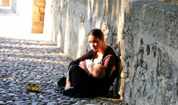 Woman-begging-in-Kos-Greece620