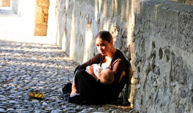 Woman-begging-in-Kos-Greece620